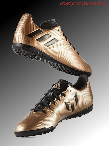 ae24b183ba5e  img https   www.piccolaumbria.it images newpicfotb 20592-scarpe-calcio-messi-2017.jpg  img